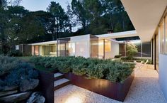 Shulman's house and studio designed by Raphael Soriano. You can see some of the houses shoot by the legendary photographer clicking on the image.