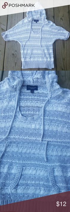 American Eagle Outfitters knit sweater Grey/white, hood, short sleeve, Petite s American Eagle Outfitters Sweaters