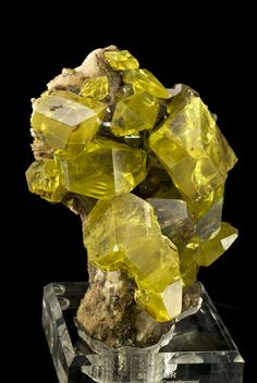 Sulfur with Hydrocarbon inclusions - Sold Cozzodisi Mine, Sicily, Italy Large Cabinet, 18 x 13 x 12 cm