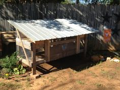 Small Pigeon loft as well - Cool chicken coop made from old pallets, tin that had blown off an old shed, and some cedar yard furniture that had seen the last of its days. Pet Pigeon, Pigeon Loft, Yard Furniture, Pallet Furniture, Chicken Coups, Cracked Egg, Diy Chicken Coop, Old Pallets, Pallet Creations