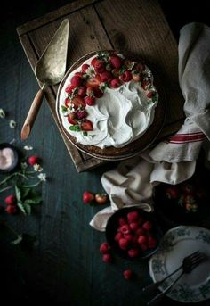 Browned Butter Buckwheat Cake Vanilla Cream & Berries – The Kitchen McCabe Browned Butter Buchweizen Kuchen Vanillecreme & Beeren – The Kitchen McCabe Dark Food Photography, Cake Photography, Photography Ideas, Cake Recipes, Dessert Recipes, Dessert Ideas, Buckwheat Cake, Buckwheat Waffles, Vanilla Cream
