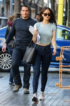 Mexican film actress and singer Eiza Gonzalez sexy in Barcelona, Spain Sexy Jeans, Sexy Outfits, Cute Outfits, Fashion Outfits, Eiza Gonzalez, Bollywood Girls, Stylish Girl Images, Most Beautiful Indian Actress, Girls Jeans