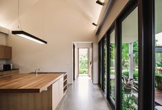 Gallery of The Triangle House / Phongphat Ueasangkhomset - 10