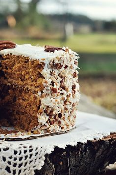 Mississippi Kitchen: Caramel Pumpkin Italian Cream Cake - I have the recipe for this bad boy now. I love Italian Cream Cake so much that I remember when and where I had my first slice. Köstliche Desserts, Delicious Desserts, Yummy Food, Sweet Recipes, Cake Recipes, Dessert Recipes, Italian Cream Cakes, Italian Cake, Gula