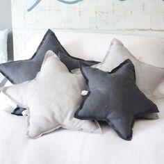 Cojín Estrella Gris Oscuro B by BelandSoph.com | BelandSoph.com