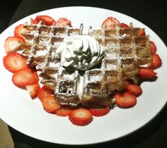 heart waffle with cream and strawberries Belgian Waffles, Brussels, Strawberries, Supreme, Biscuits, Stuff To Do, Cream, Heart, Breakfast