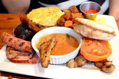 The Full Monty - a British Breakfast @Burgundy Lion in Montreal Canada [OS] [OC] [1280 x 848] - Click the PIN to see more!