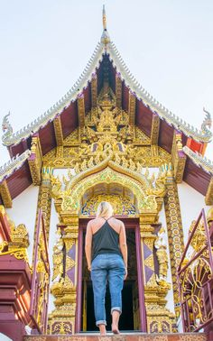 How to spend two weeks in Thailand! Best places in Thailand to  visit: Bangkok, Chiang Mai, Thai islands, and much more. Complete 2 weeks in Thailand itinerary.