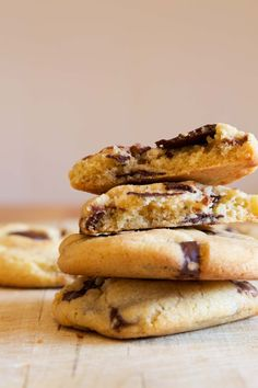 These chocolate chunk cookies are super soft, chewy & are loaded with molten Lindt chocolate | The Macadame