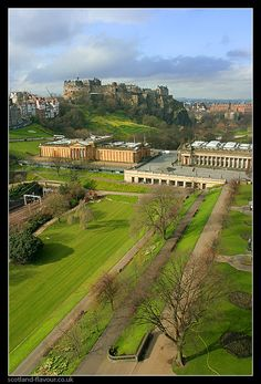 Princes Street Gardens w/ National Gallery of Scotland (far center) & Edinburgh Castle (behind) II Flavour of Scotland Edinburgh Castle, Edinburgh Scotland, Hanoverian Kings, Scotland Nature, Isle Of Arran, Pictures Of Prince, National Portrait Gallery, Inverness, Capital City
