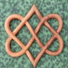 Stylized+Knot+of+Four+Hearts-Celtic+Wood+Carving+Love+and+Relationship