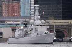 HNLMS Van Speijk (F828), Karel Doorman-class frigate, Royal Netherlands Navy, in Brooklyn, New York, USA. Sept 2009