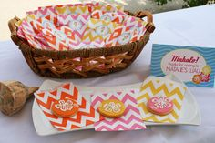 A Hawaiian luau is a great theme for a summer pool party, and we've pulled together some fun ideas to help make your party planning easy! Surprise 30th Birthday, 30th Birthday Parties, Luau Party Favors, Hawaian Party, Splash Party, Hawaiian Luau Party, Summer Pool Party, Dessert Bars, Hula