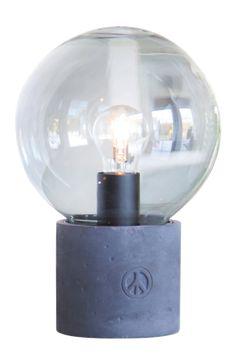 Bordlampe Peacebubbles med farvet glas og grå betonfod med graveret peace-mærke i betonen. Højde 23 cm, Ø20 cm, E27 fatning, 40W, sort ledning. Design Åsa Gessle. Tripod Table Lamp, Table Lamp Base, Bedside Table Lamps, Table Lamp Sets, Lamp Bases, Desk Lamp, Dar Lighting, Dcor Design, Hazelwood Home