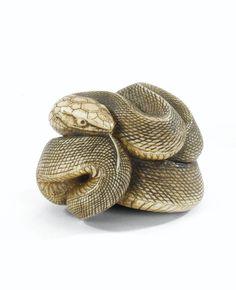 Netsuke de serpent en ivoire <br>par Soju, Japon, fin du XIX<sup>E</sup> siècle   Lot   Sotheby's