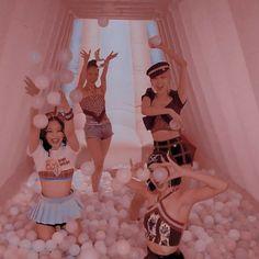Kpop Girl Groups, Korean Girl Groups, Kpop Girls, Blackpink Jisoo, Kim Jennie, Kpop Black Pink, Blackpink Poster, Lisa Blackpink Wallpaper, Burn Out