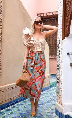 4 Factors to Consider when Shopping for African Fashion – Designer Fashion Tips Look Fashion, Fashion Tips, Fashion Design, Fashion Trends, Ladies Fashion, Feminine Fashion, Fashion Ideas, Ladies Outfits, 80s Fashion