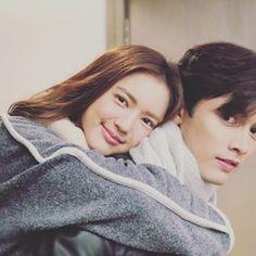 วันนี้งานหนักแบกเมียขึ้นหลัง..อปป้าสุดๆ😅 19.05 มาเช็คอินกันเร้ว 👉🏻 #ตราบาปสีชมพู #lovedramacompany #เลิฟดราม่า #ช่อง3 #ช่อง33 Let's Talk About Love, Chines Drama, Sweet Couple, Korean Actors, Cute Couples, Dramas, Actors & Actresses, Dan, Crushes