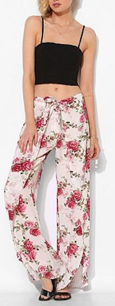 high-waisted wide leg floral pants http://rstyle.me/n/jvrd9r9te