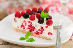 Black Raspberry and Vanilla Candle Köstliche Desserts, Healthy Desserts, Delicious Desserts, Dessert Recipes, Cheesecake Leger, Greek Yogurt Cheesecake, Cake Wallpaper, Flourless Cake, Food Cakes