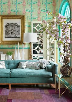 Pink, teal, purple room // like the colours, wallpaper, couch and plant
