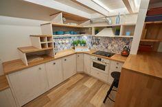Kuchyn - dlazdicky + drevo
