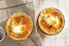Turn the irresistible breakfast combination of bacon and eggs into these little pies which can be enjoyed any time of the day. and bacon Egg and bacon pies Easy Egg Breakfast, Egg Recipes For Breakfast, Breakfast Time, Brunch Recipes, Breakfast Ideas, Bacon Ham Recipes, Pie Recipes, Egg And Bacon Pie, Bacon Egg
