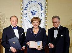 B'nai B'rith -cum a instalat Carol al II-lea cu succes masoneria in Romania Illuminati, Le Pen, Religion, Romania, Yorkie, Famous People, Music, Youtube, Angela Merkel