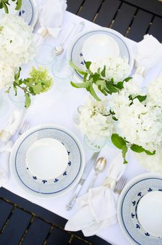 Fresh blue and white party design and simple dining collection for an outdoor dinner via  @thouswellblog