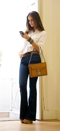 Hoje vou falar sobre as TOP 6Peças mais Importantes do Guarda-Roupa Elegante e Moderno!! Mulheres de Estilo Elegante gostam de peças clássicas, com modelagens e cortes perfeitos, cores neutras e estampas discretas – tudo clean e atemporais. Já as mulheres de Estilo Moderno são mais ousadas e menos discretas, gostam de usar peças da moda, … Flare Jeans, Casual Chic, Bell Bottoms, Bell Bottom Jeans, Ideias Fashion, My Style, Pants, Shirts, Beauty