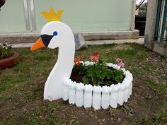 Tire Garden, Diy Garden Fence, Outdoor Garden Decor, Bottle Garden, Garden Yard Ideas, Garden Crafts, Garden Projects, Backyard Plan, Backyard Landscaping