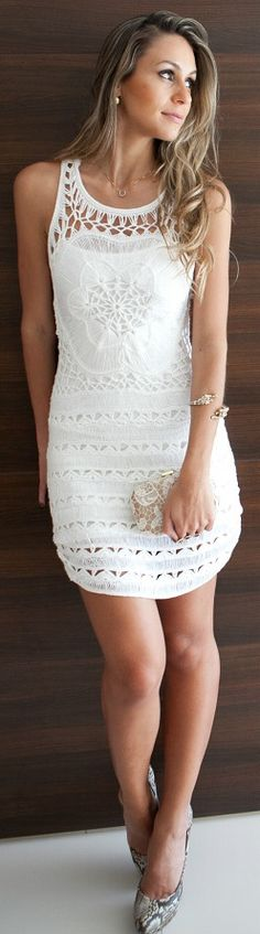 White small dress street style (this is a nice dress But I like my dresses longer like cute maxi dresses lol☺ White Sleeveless Dress, White Mini Dress, Little White Dresses, White Lace, Beauty And Fashion, Look Fashion, Womens Fashion, Dress Fashion, Covet Fashion