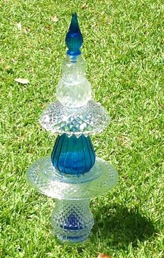 Garden Totem - I like how the blue bottle stopper is on top and separated from the blue bottle by a couple of clear glass pieces.  Pic Only