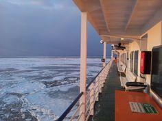 Ms Friesland vaart door het ijs op de Waddenzee #veerdienst #Terschelling #Harlingen #Waddenzee @rederijdoeksen (credits foto: Jelte Arntzen) Februari 2012