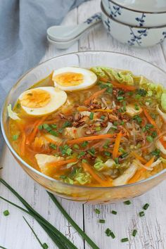 Try this Chicken Sotanghon Soup. A tasty and immune-boosting Filipino chicken soup with slippy cellophane noodles. | www.foxyfolksy.com