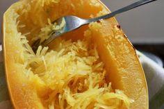 Pour certains, ça peut sembler une évidence, mais plusieurs se questionnent sur la cuisson d'une courge spaghetti! D'ailleurs, puisque j'ai fait plusieurs recettes à partir de cette courge, je fais un...