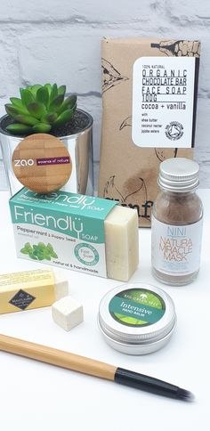 The Natural Beauty Box July Zero Waste edition. Collection of plastic free zero waste beauty and skincare products for Natural Skin Care, Natural Beauty, Best Food Photography, Plastic Free July, Beauty Box Subscriptions, Organic Chocolate, Vegan Beauty, Diy Skin Care, Shea Butter