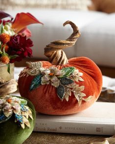 😃😆Looking for DIY inspiration for Cute Thanksgiving decorations? 😃😆Looking for DIY inspiration for Cute Thanksgiving decorations? for Thoughtful tips of Cute Thanksgiving decor Velvet Pumpkins, Fabric Pumpkins, Fall Pumpkins, Autumn Decorating, Pumpkin Decorating, Decorating Ideas, Decor Ideas, Diy Decoration, Room Ideas