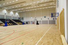 Profesjonalna konstrukcja jezdna Spalding 3,25m, Professional portable Spalding backstop extension 3,25m. Profesjonalne bramki do piłki ręcznej, professional handball goals. Konstrukcje ścienne do koszykówki, Basketball wall-mounted construction - Foldable.