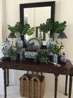 Blue and White Chinoiserie, Navy Blue Decor, White Decor, Blue And White China, Blue China, Blue Rooms, White Rooms, British Colonial Decor, Tadelakt