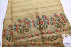 Lovely Vintage Hand Embroidered Woven Flower Table Runner Rough INDIA or Kashmir