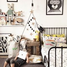 cool kid's room chambre enfant noire et blanche, jaune, black and white with yellow Childrens Room Decor, Kids Decor, Boy Decor, Decor Ideas, Big Girl Rooms, Boy Room, Rooms Decoration, Decorations, White Kids Room