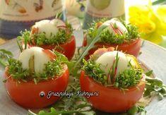 Яйца в гнездах. Закуска для праздничного стола. Пасхальный стол можно украсить красивой закуской - вареными фаршированными яйцами в гнездах из помидора.