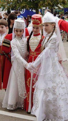 çerkesler ile ilgili görsel sonucu çerkezler Google'da ara, Circassian girls Çerkes kızları