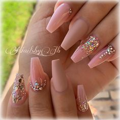 What Christmas manicure to choose for a festive mood - My Nails Pink Acrylic Nails, Rose Gold Nails, Diamond Nails, Rhinestone Nails, Bling Nails, Glitter Nails, Aycrlic Nails, Cute Nails, Coffin Nails