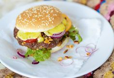 Burger mit Curry-Mayonnaise