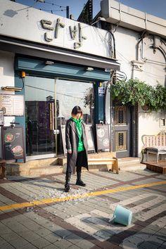 Korean Drama Movies, Korean Actors, Korean Dramas, Best Kdrama, Night Bar, Jimin, Night Aesthetic, Korean Artist, Film Movie