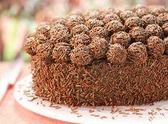Adoce sua Páscoa com essa delícia de chocolate: Colomba Pascal de Brigadeiro!