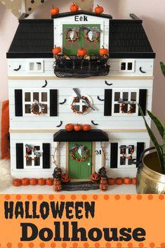 Haunted Dollhouse, Haunted Dolls, Halloween Haunted Houses, Halloween House, Diy Dollhouse, Diy Halloween Village, Dollhouse Interiors, Halloween Miniatures, Halloween Doll
