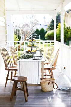 Porch dining...Image pinned via: HomeLife